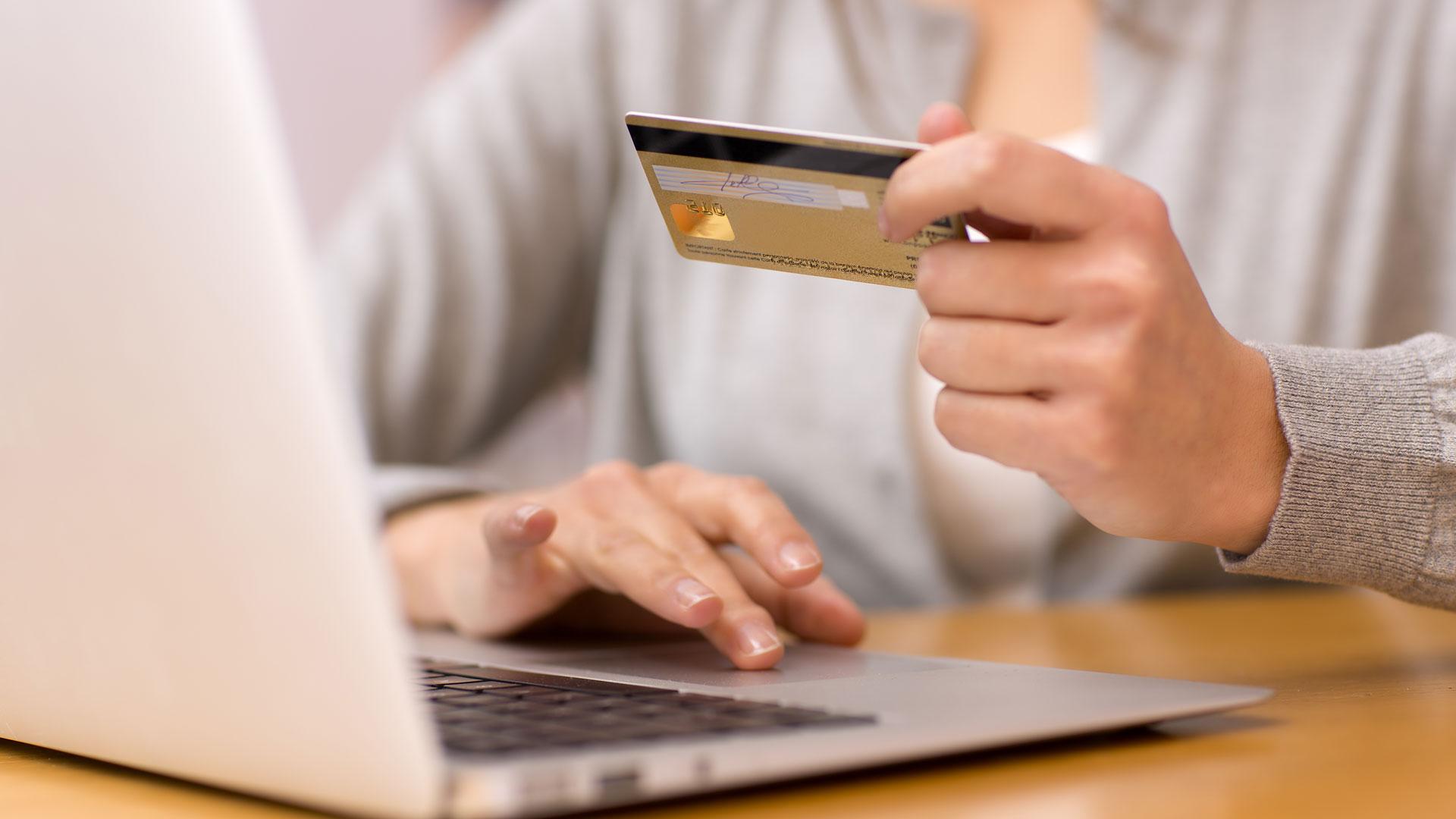 El cepo cambiario fue el comienzo para nuevos controles en las compras. (Shutterstock)