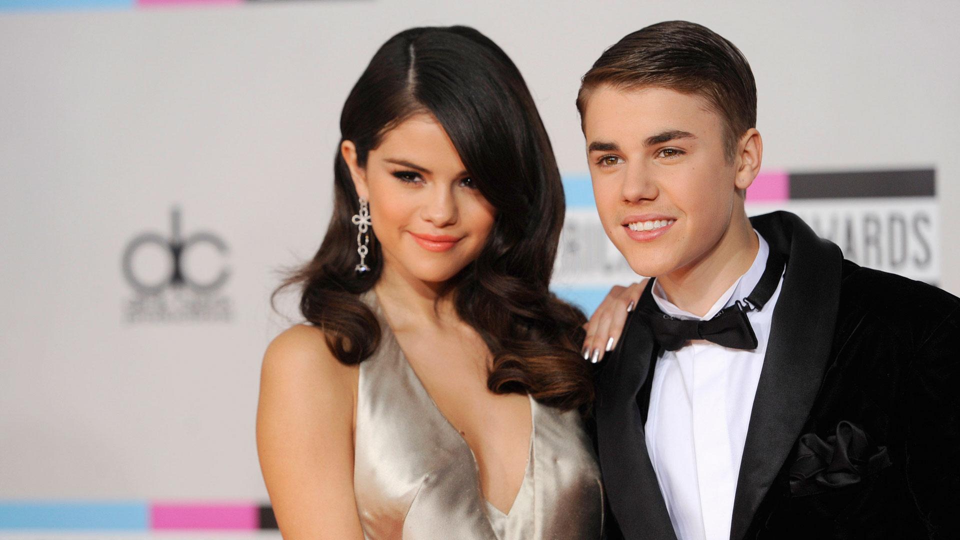 Selena Gomez y Justin Bieber, en otros tiempos (Foto: AP)