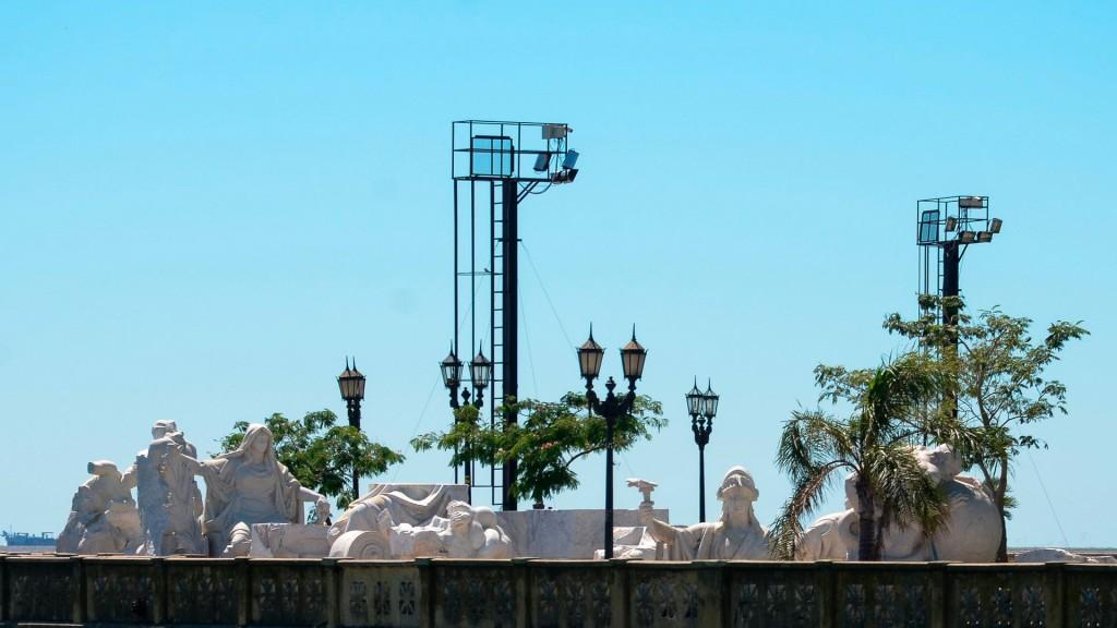 Los fragmentos del monumento quedaron abandonados en la Costanera Norte por decisión del gobierno de Cristina Kirchner.