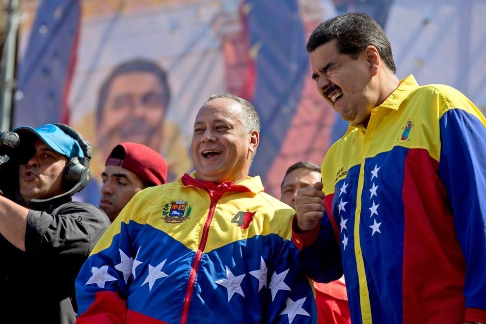 Nicolás Maduro con Diosdado Cabello, el número dos del PSUV y principal sospechosos de comandar el Cártel de los Soles (AP)
