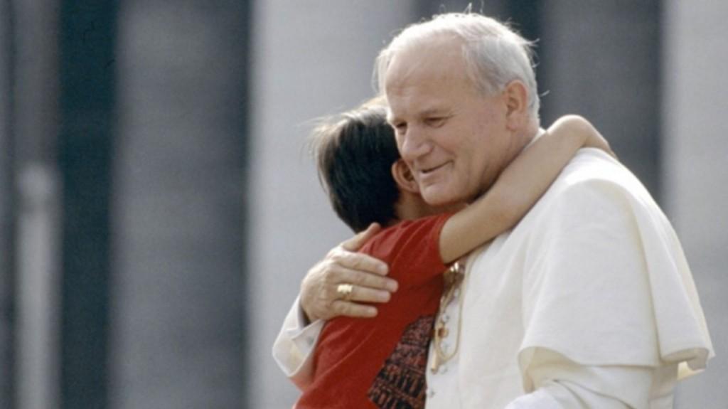 Juan Pablo II murió el 2 de abril de 2005. Ya es Santo