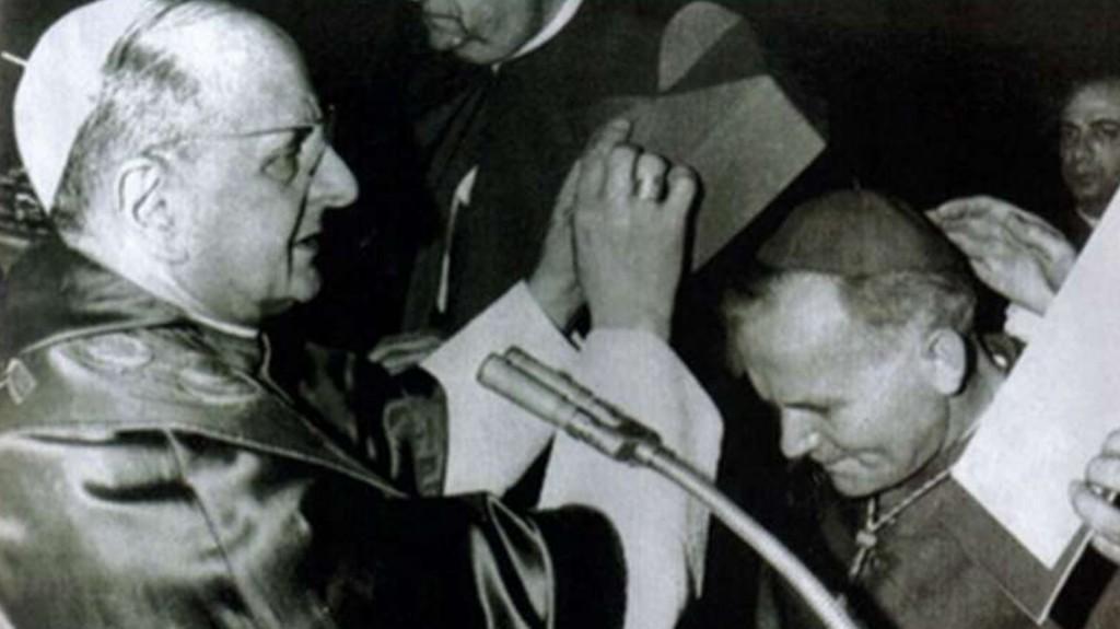 Monseñor Wojtyla recibe la ordenación cardenalicia de manos de Pablo VI (1967)
