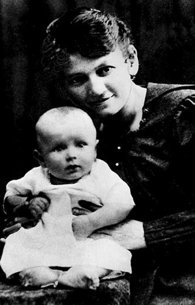 Karol Wojtyla con su madre, que falleció cuando él tenía sólo 9 años