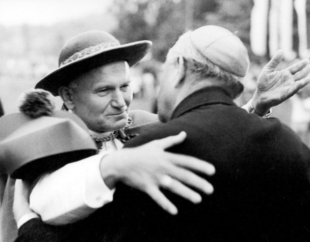 """Karol Wojtyla fue llamado """"el Papa viajero"""" y canonizado en tiempo récord"""