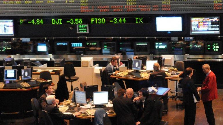 El índice Merval acusó la incertidumbre financiera global y la dolarización local
