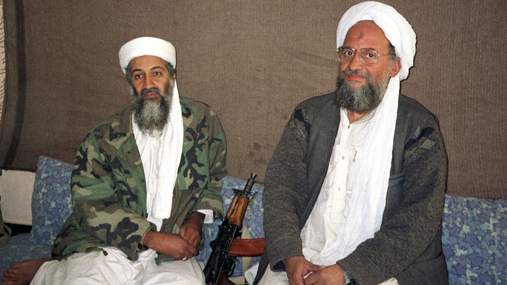 Bin Laden junto a Al-Zawahiri