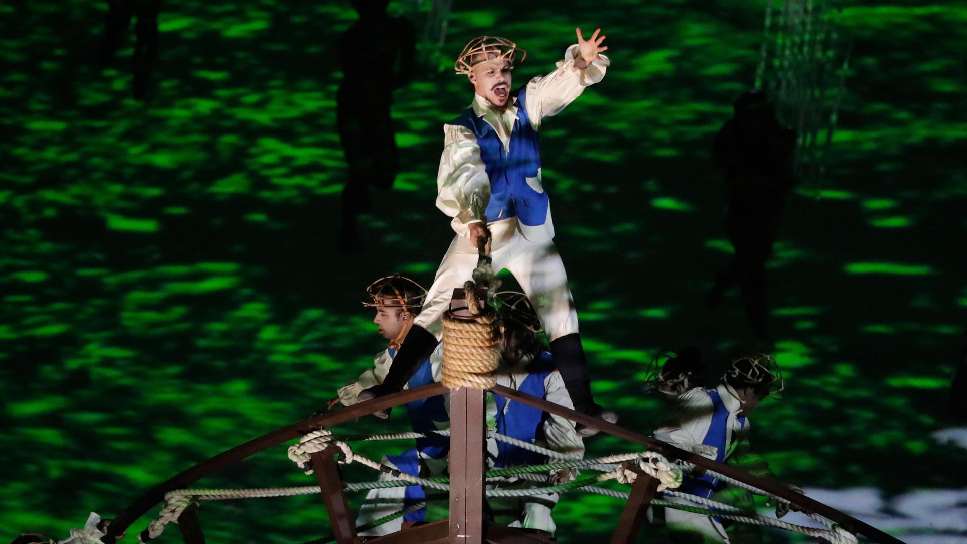 Decenas de actores recrearon la llegada de los portugueses al territorio que hoy es Brasil (AP)
