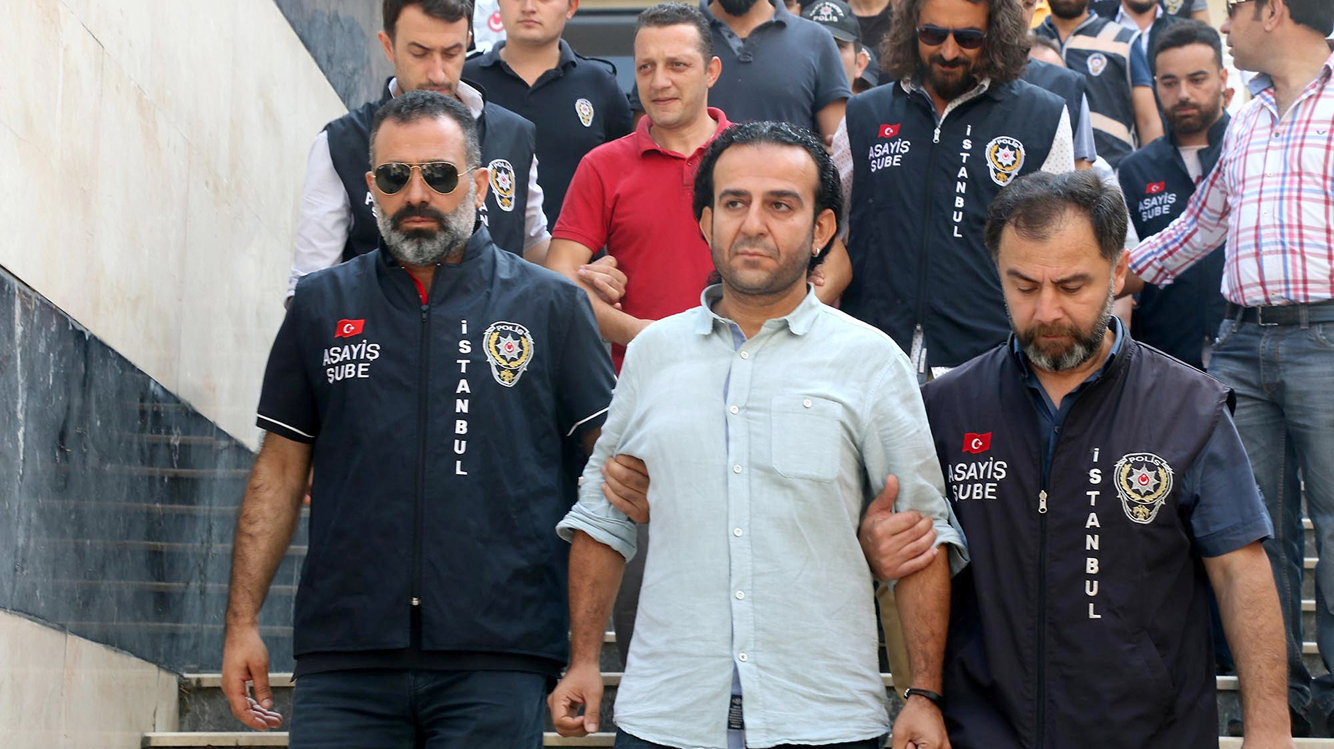 Miles de personas fueron detenidas en Turquía acusadas de conspirar contra Erdogan (AP)