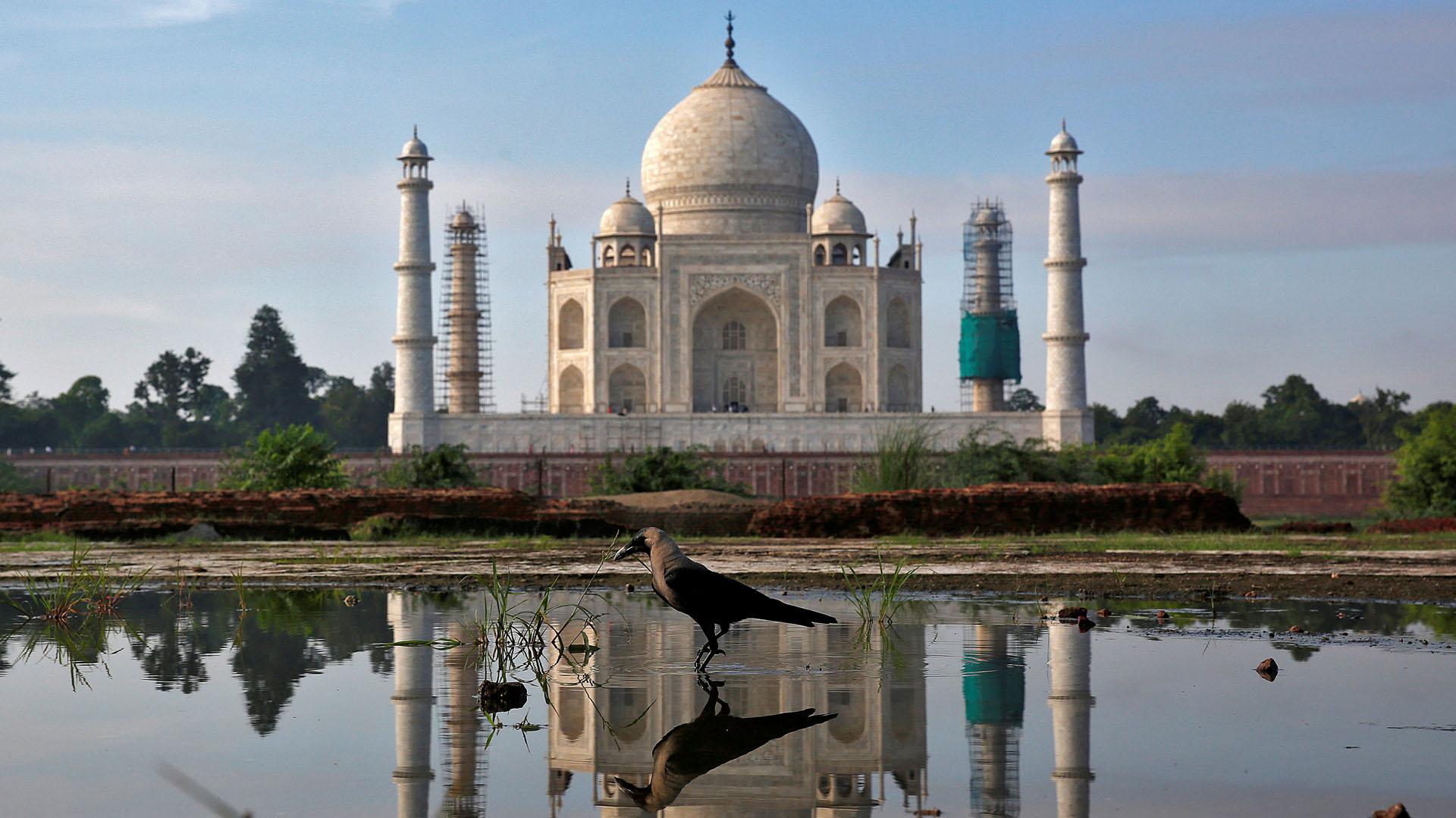 El complejo de edificios del Taj Mahal fue construido en el siglo XVII y es considerado una de las maravillas del mundo moderno. Más de dos millones de turistas por año recorren el monumento (REUTERS)