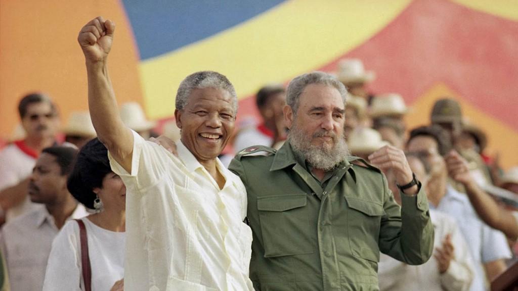Con el presidente de Sudáfrica Nelson Mandela (AP)