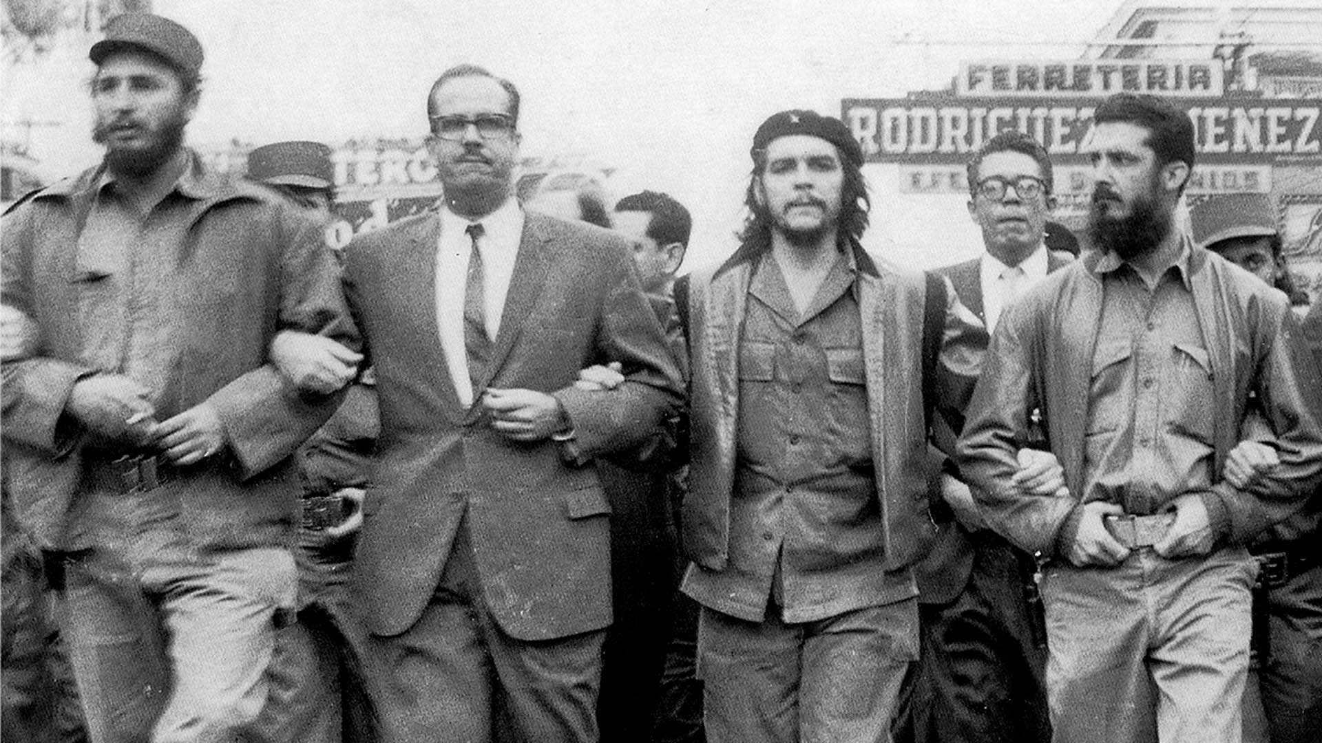 Fidel Castro, Osvaldo Dorticos, Ernesto Guevara y Augusto Martinez, tras el triunfo de la revolución