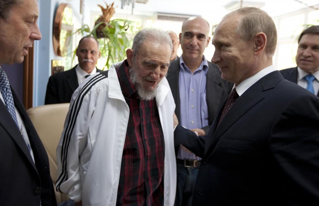 Con el presidente ruso, Vladimir Putin, en el año 2004 (AP)