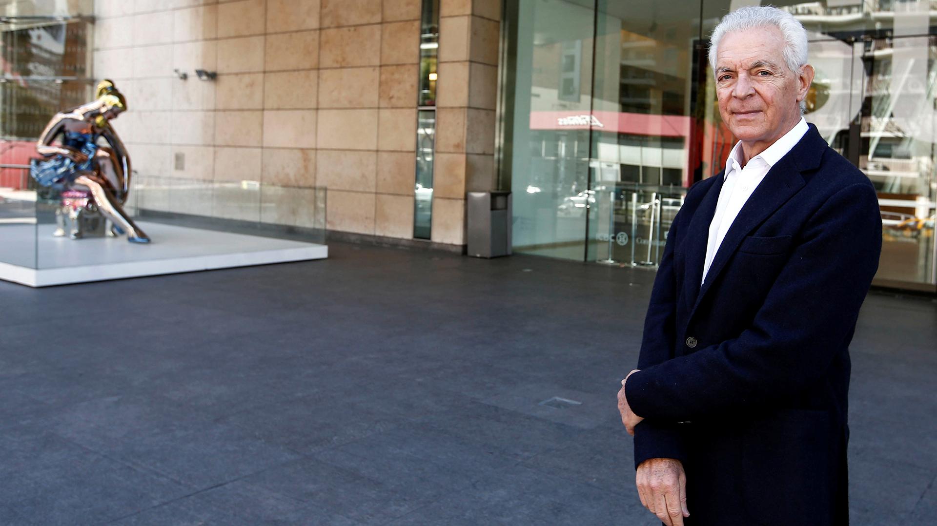 El empresario Eduardo Costantini en la puerta del Malba. (Reuters)