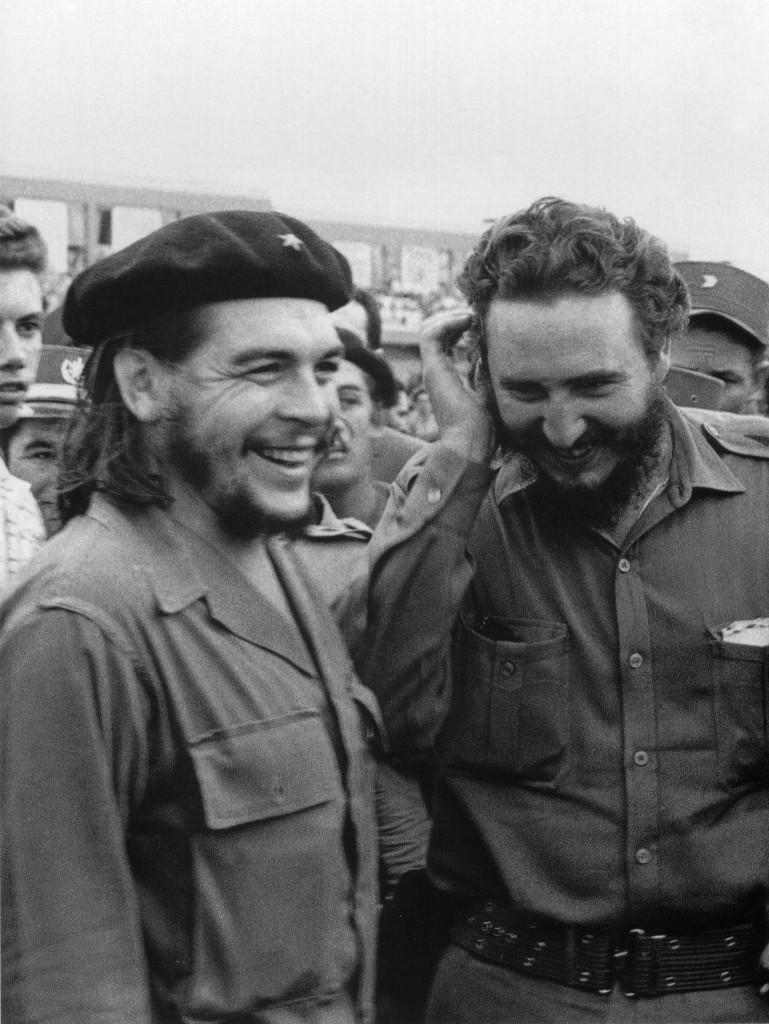 """Fidel Castro junto al """"Che"""" Guevara, enero de 1960 (AFP)"""