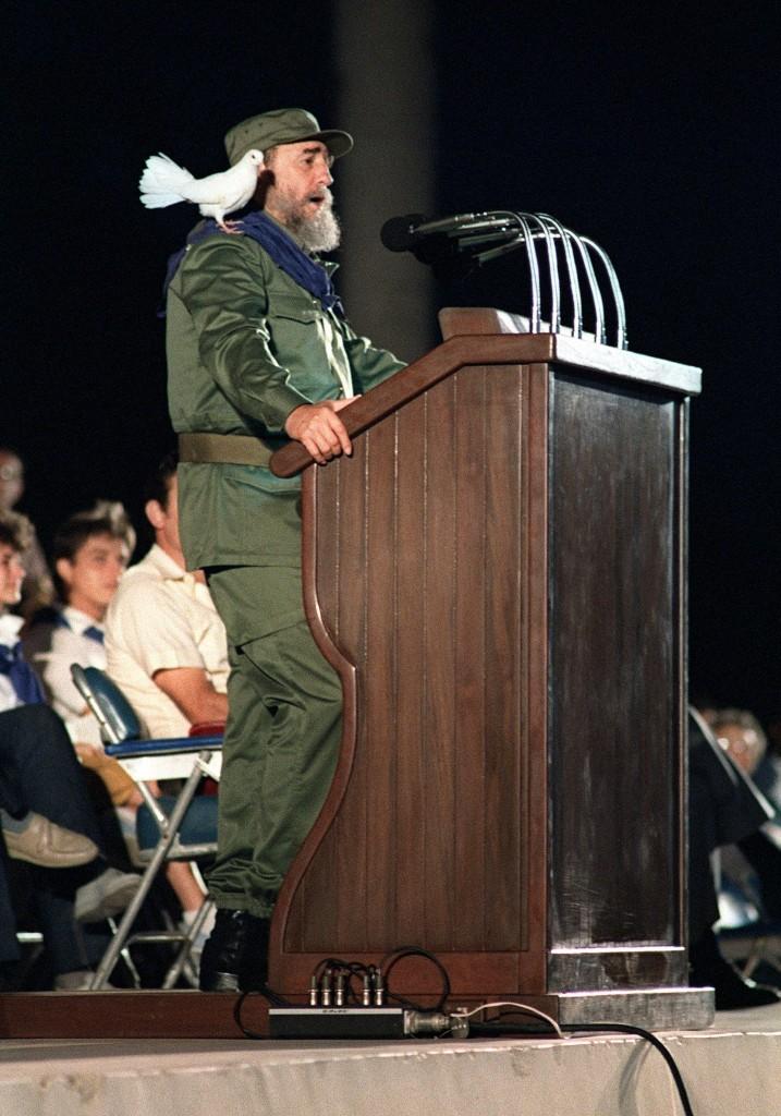 Fidel Castro durante la celebración de los 30 años de la Revolución cubana, 8 de enero de 1989 (AFP)