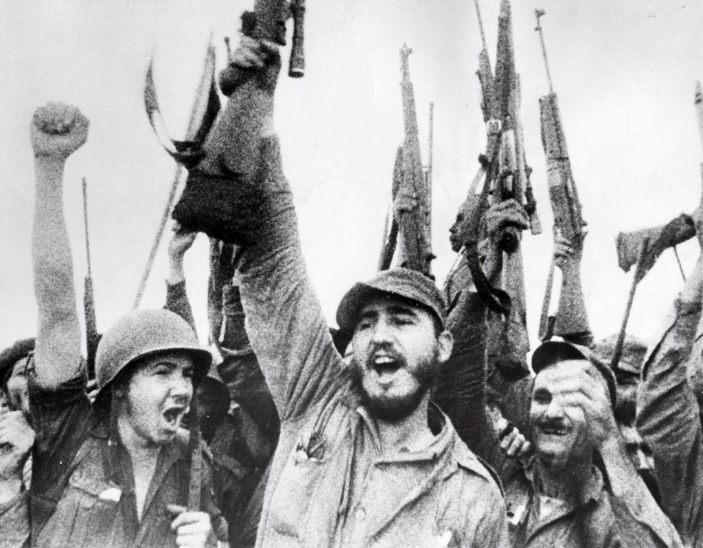 Fidel Castro celebra la victoria del movimiento revolucionario cubano sobre el régimen de Fulgencio Batista, 8 de enero de 1959