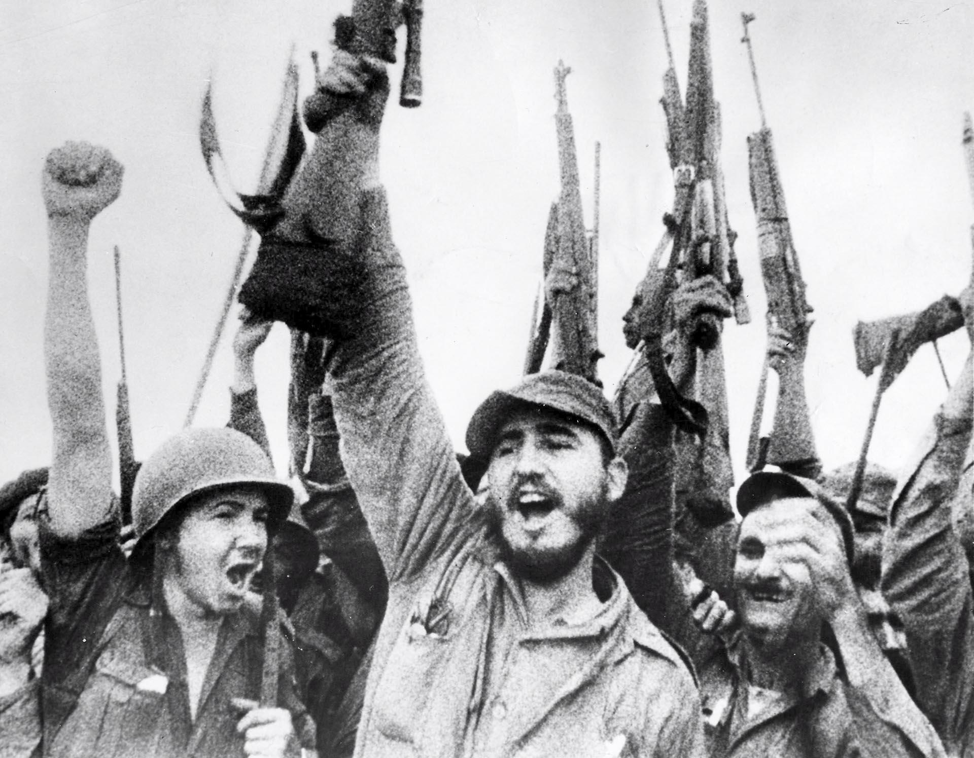 Fidel Castro celebra la victoria del movimiento revolucionario cubano sobre el régimen de Fulgencio Batista, el 8 de enero de 1959