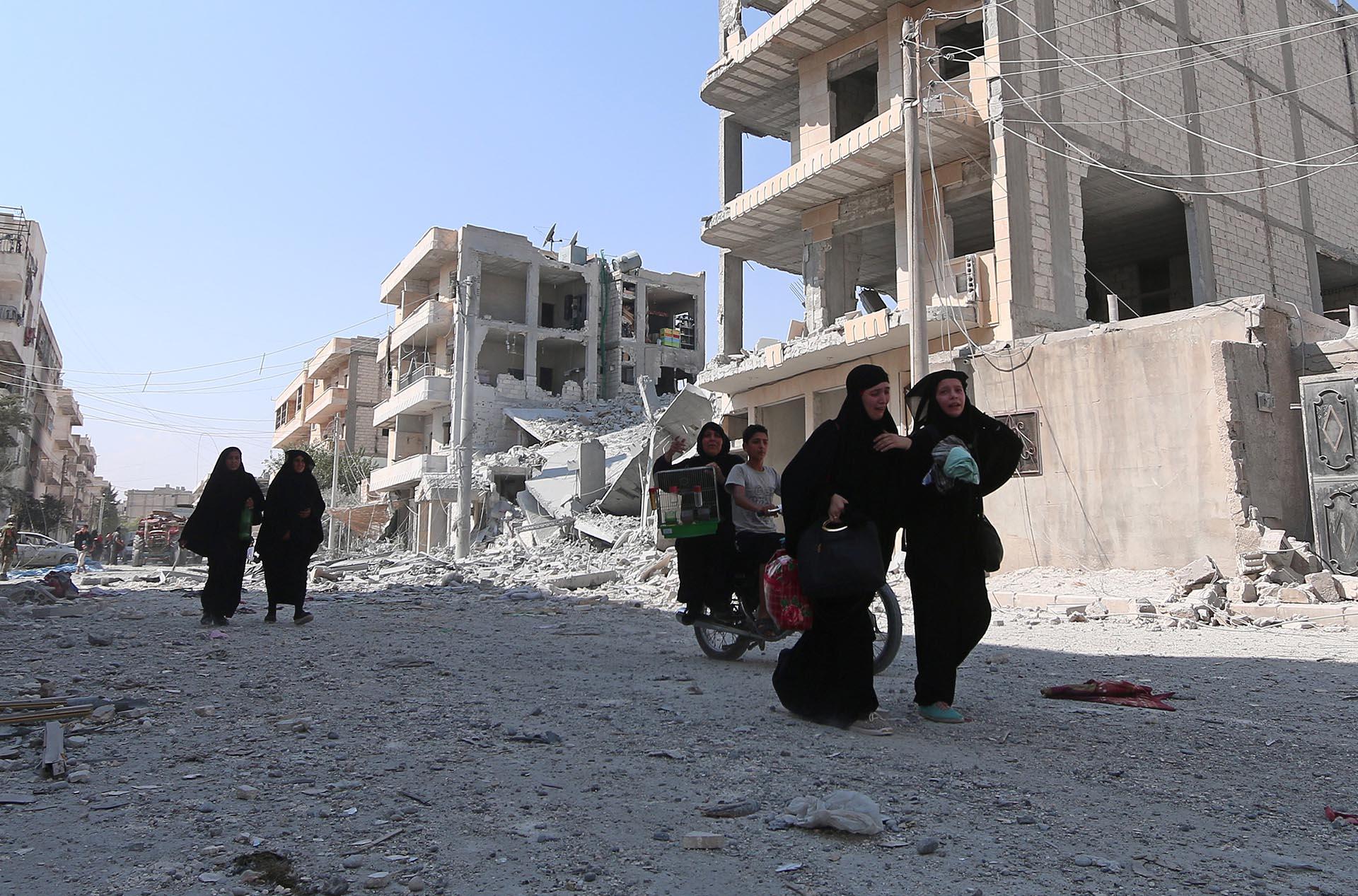 Las mujeres de Manbij comienzan a mostrar sus rostros luego de dos años y medio de pesadilla (Reuters)