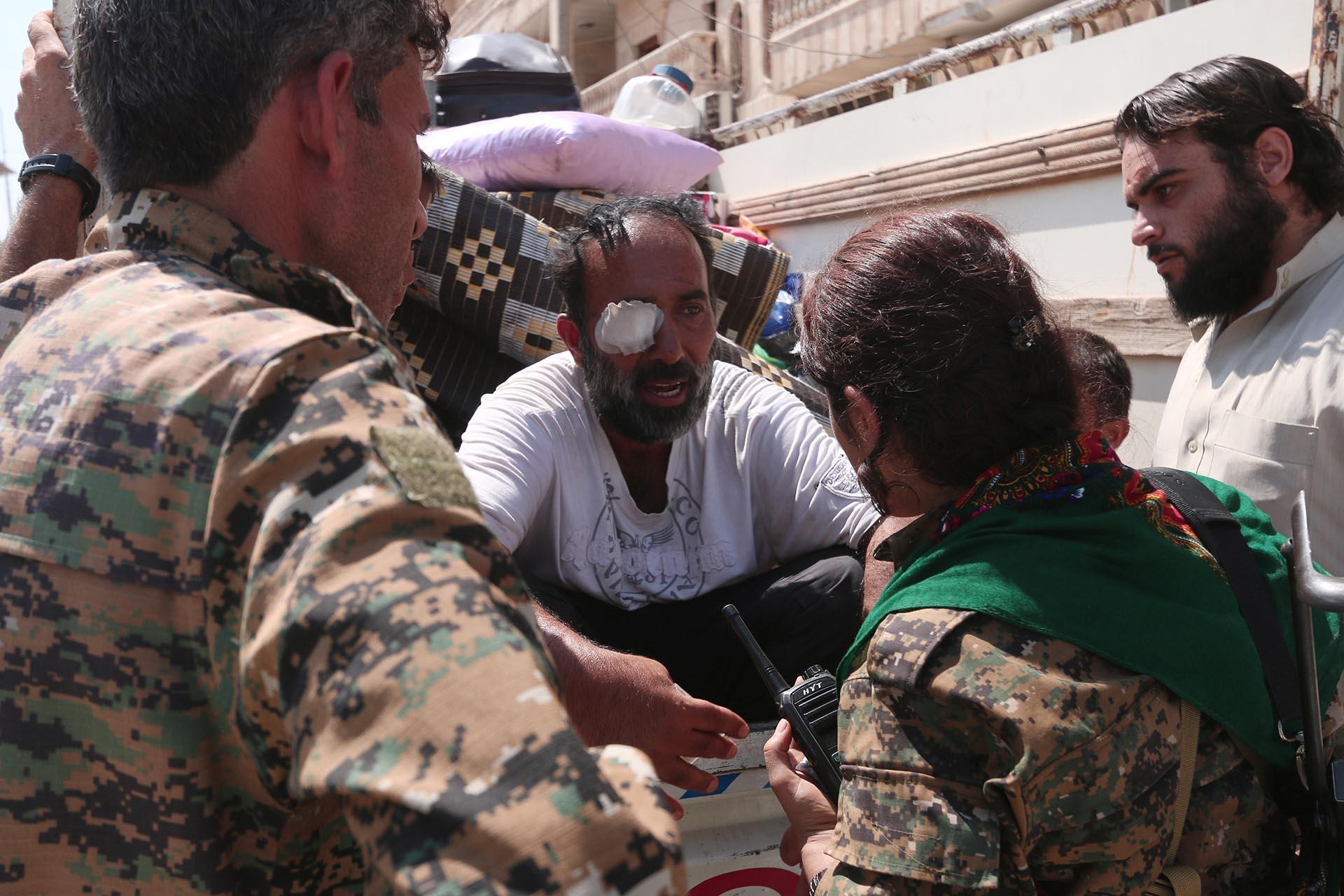 Las SDF están en contacto permanente con los civiles de Manbij. La milicia está conformada por kurdos y árabes y fue apoyada por los Estados Unidos (Reuters)