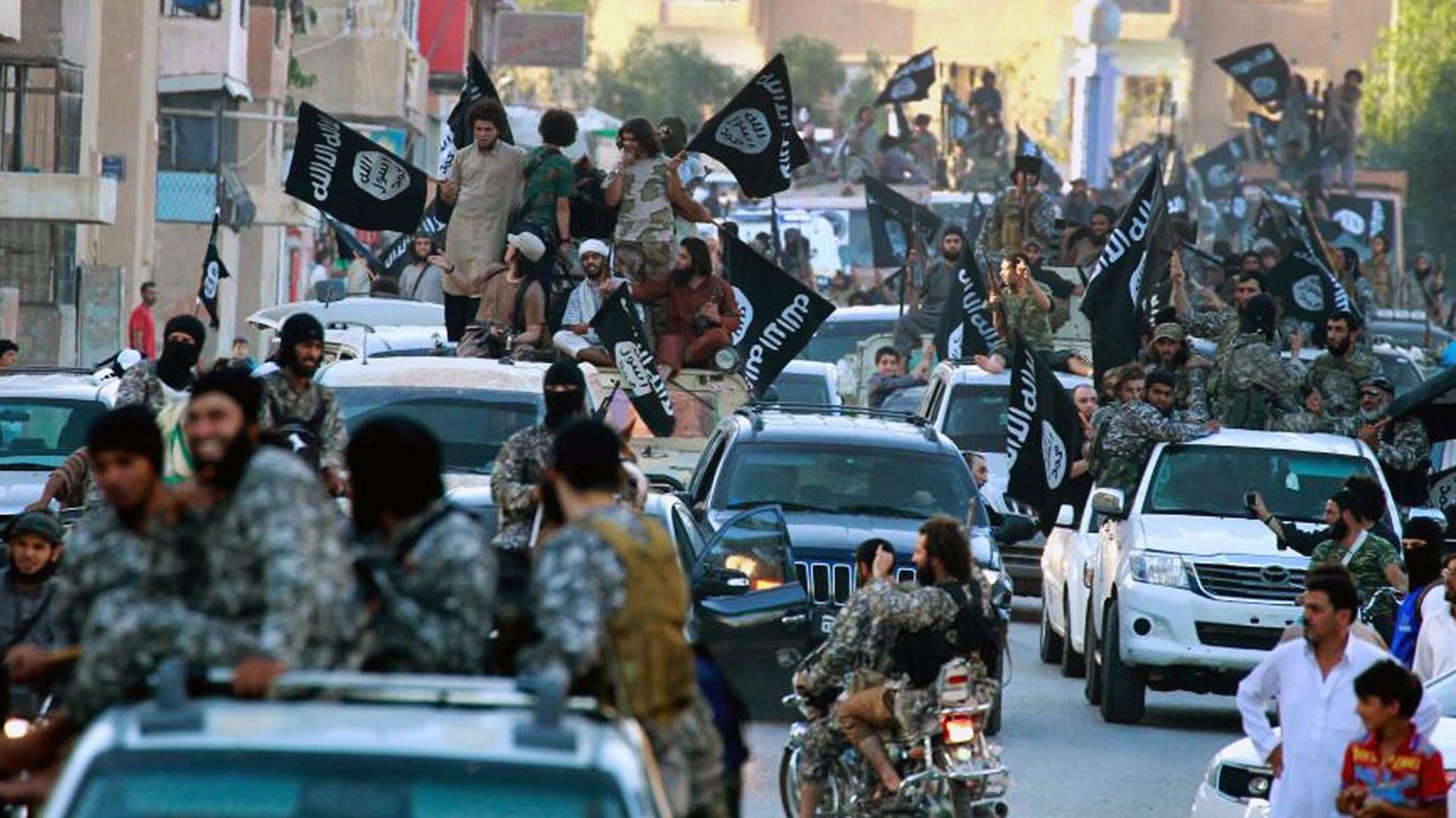 Tropas de ISIS en Raqqa (AP)