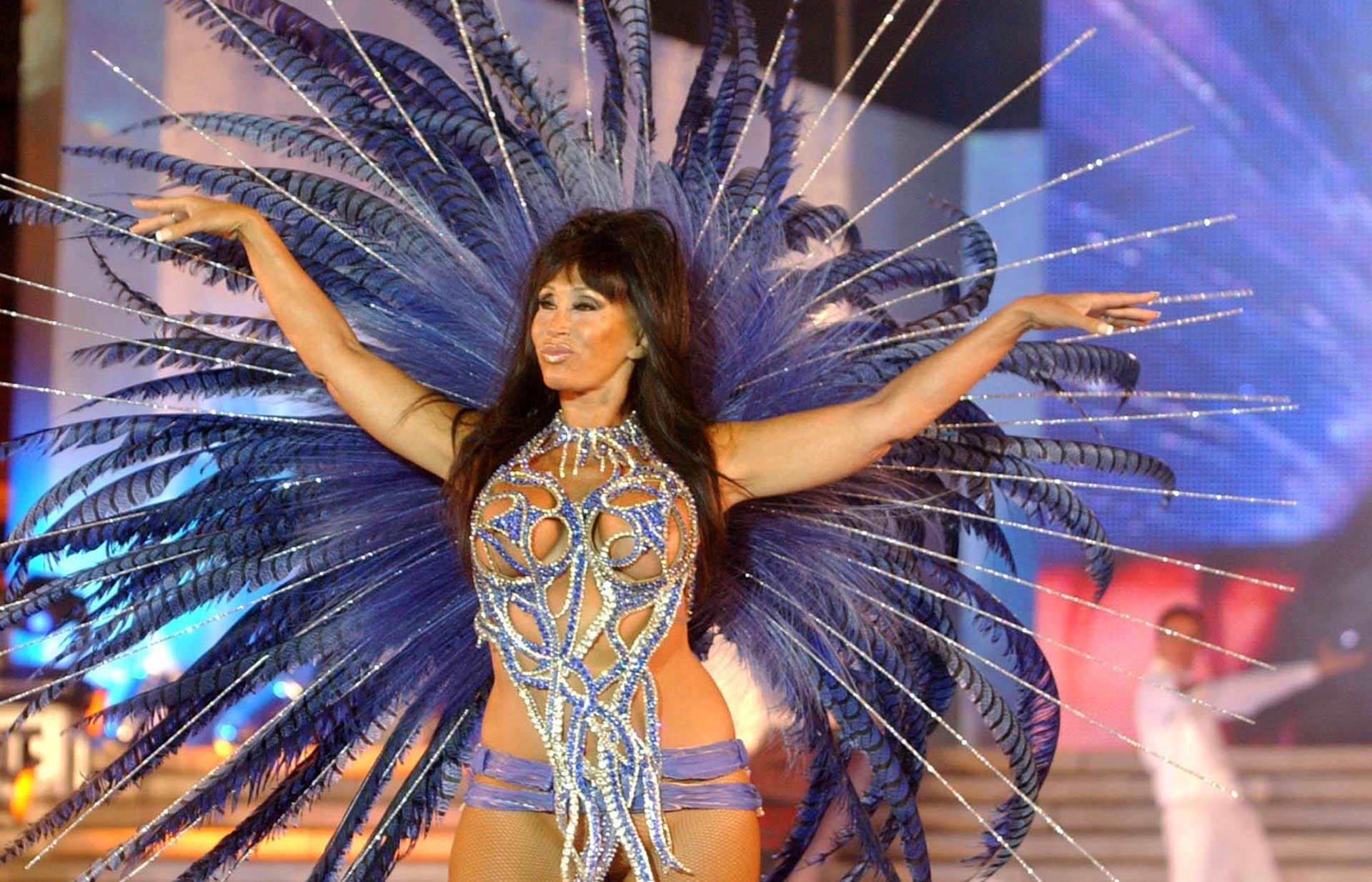 Moria Casan participó de la presentaciónde Mar del Plata Moda Show, en las escalinatas del Hotel Costa Galana