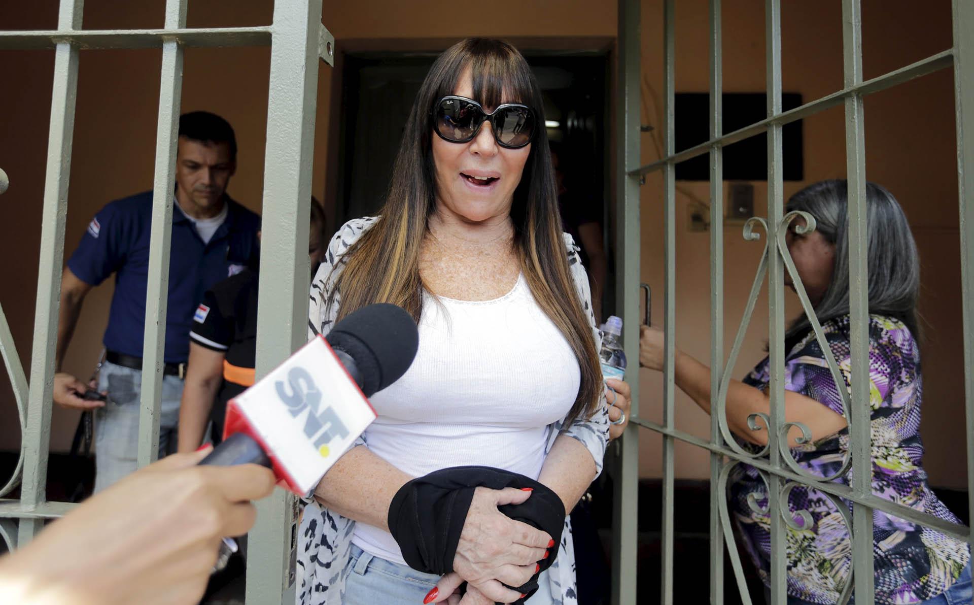 Moria Casán a la salida del penal El Buen Pastor en Paraguay