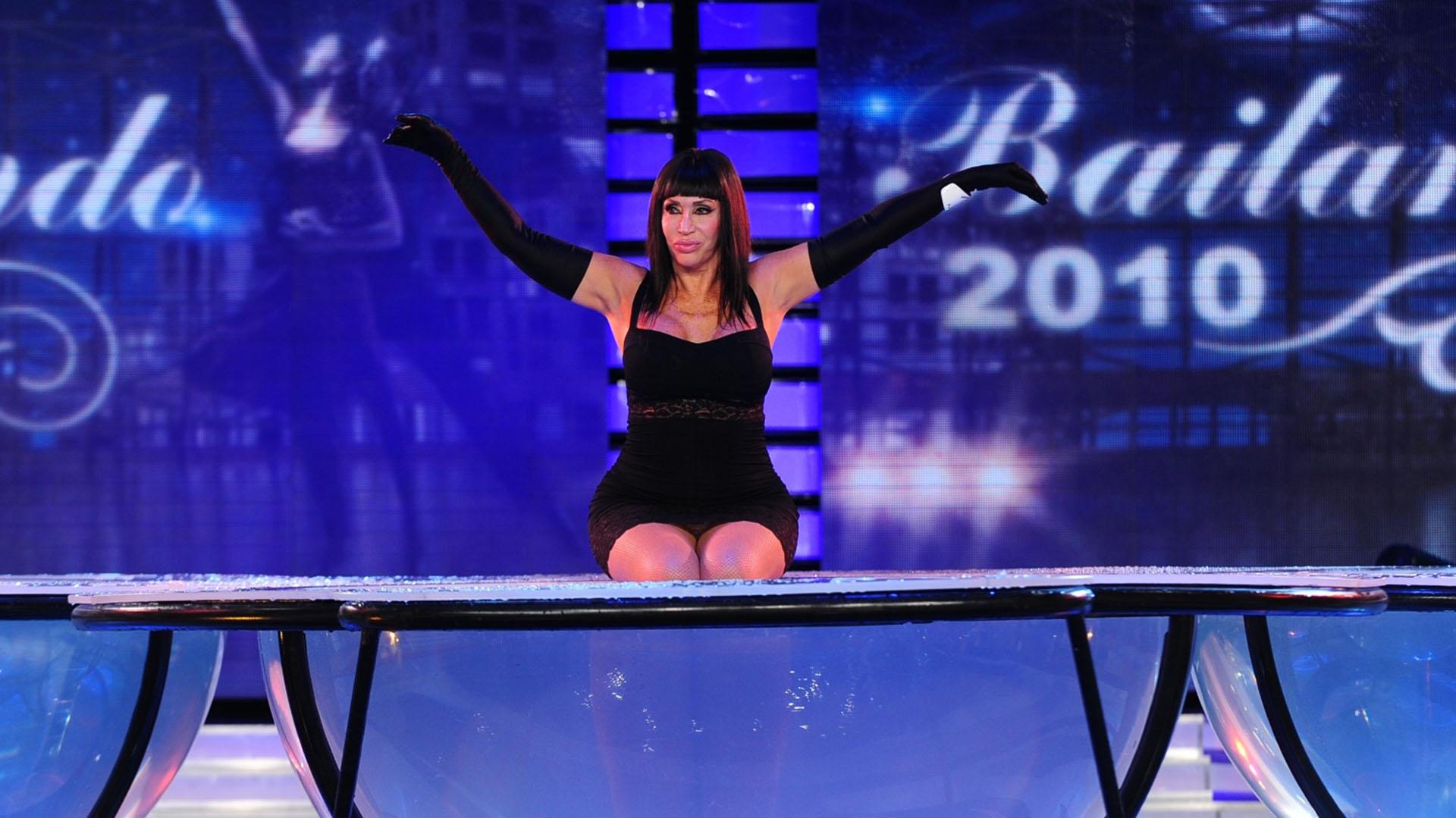 Moria se lanzó a la piscina del Aquadance en Bailando 2010