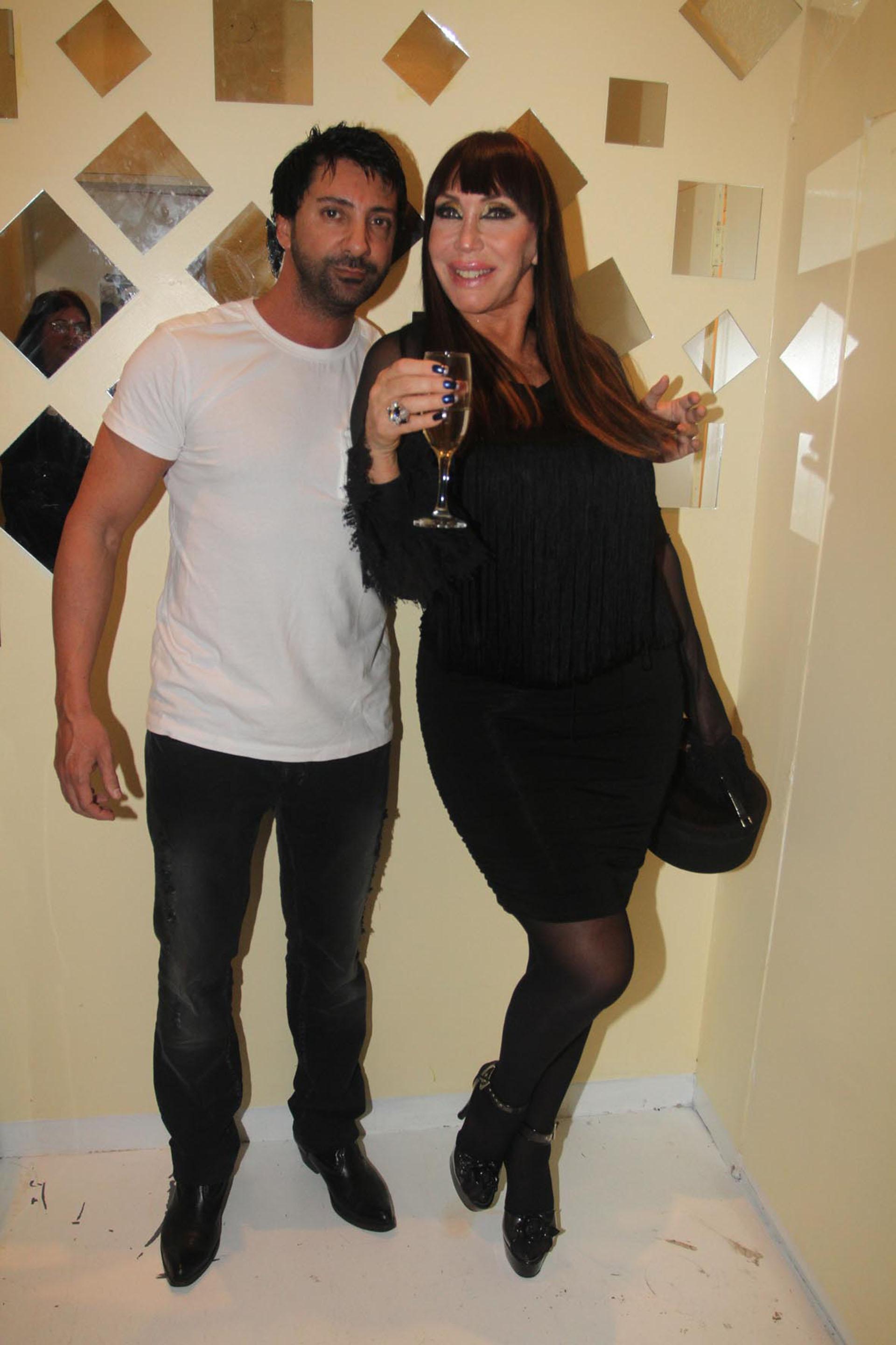 Moria con Luciano Garbellano en la inauguración de su parrilla