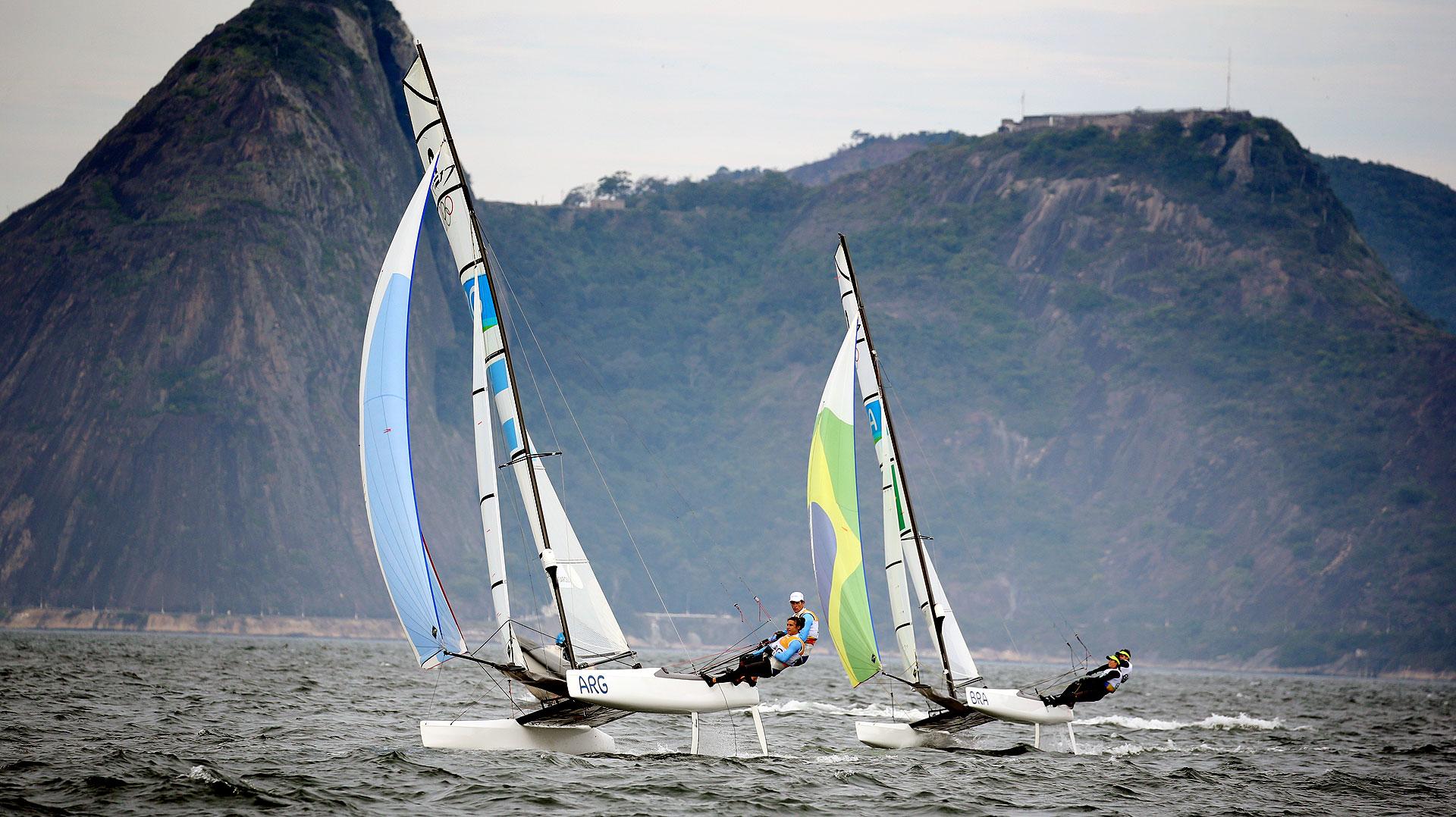 Santiago Lange y Cecilia Carranza ganaron el título olímpico de yachting, que se disputó en el club Marina da Gloria, en la Bahía de Guanabara (Nicolás Stulberg)