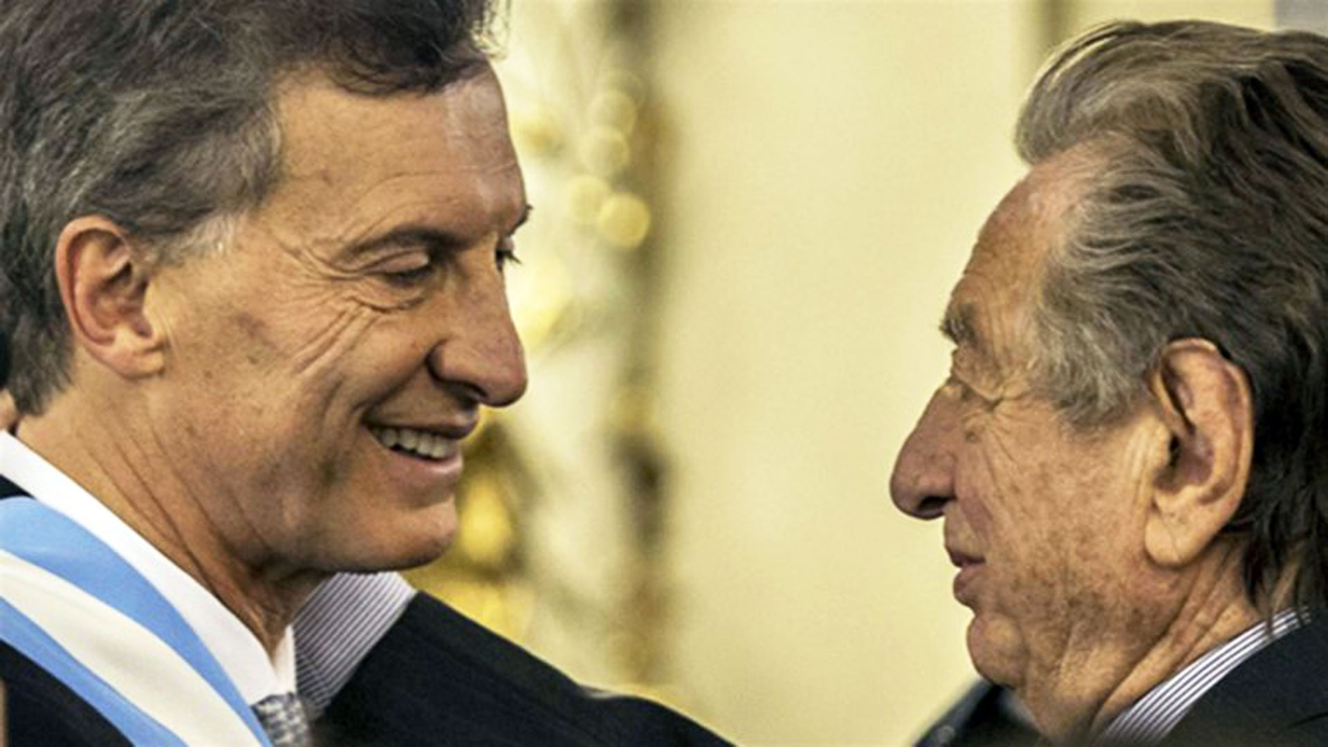 El Presidente junto a su padre, Franco Macri (DyN)