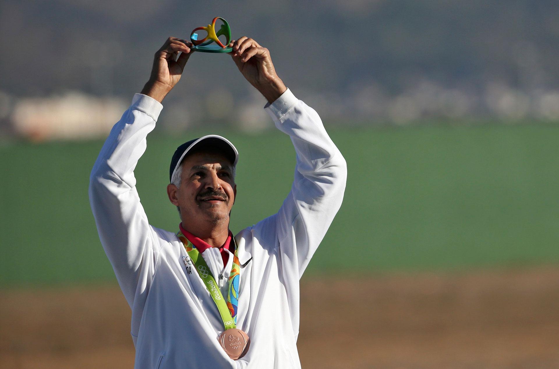 Abdullah Al-Rashidi, también de Kuwait, ganó la medalla de bronce en skeet, a los 52 años (Reuters)