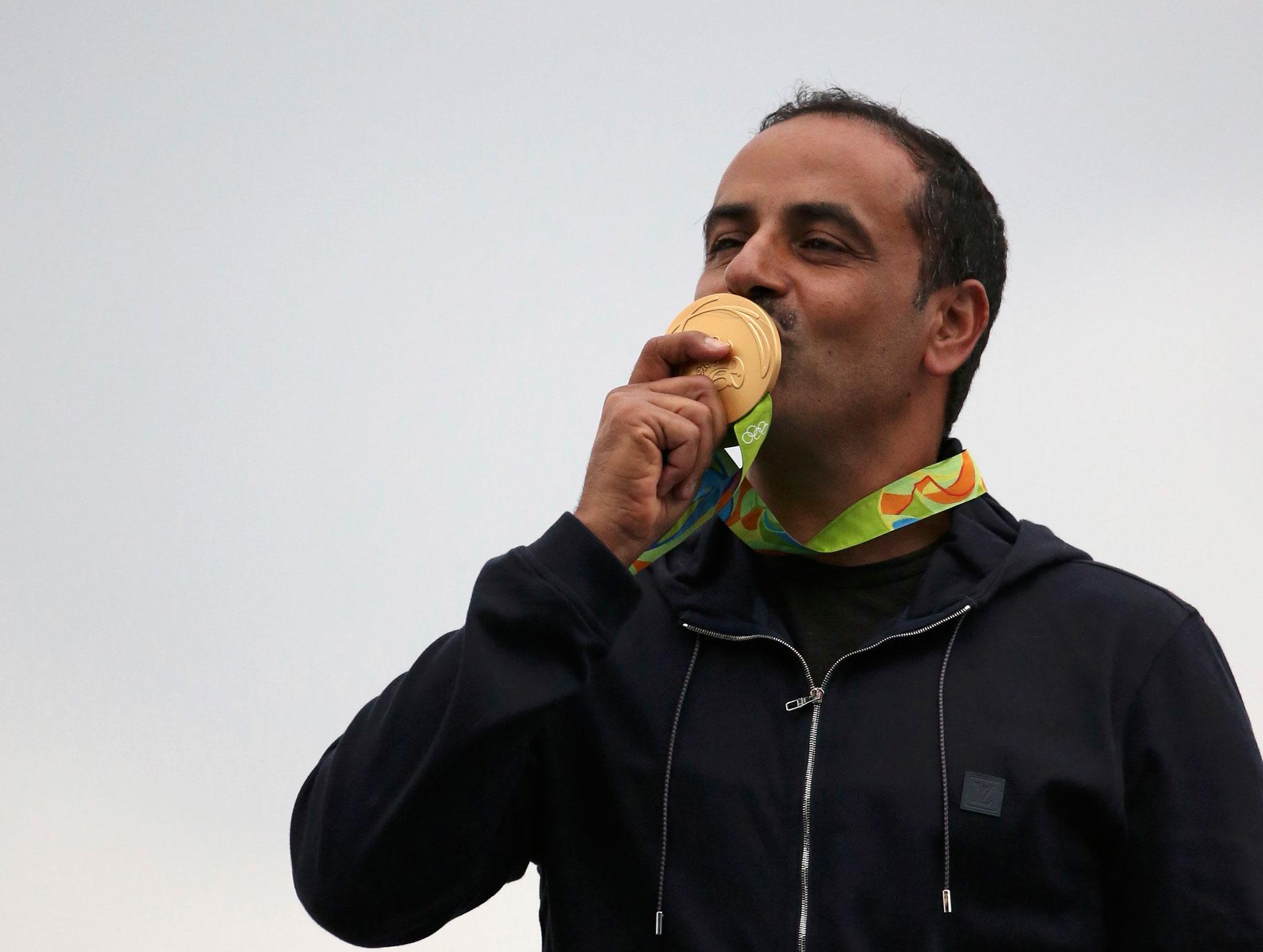 Fehaid Al-Deehani, de Kuwait, se llevó el oro en tiro a los 49 años (Reuters)