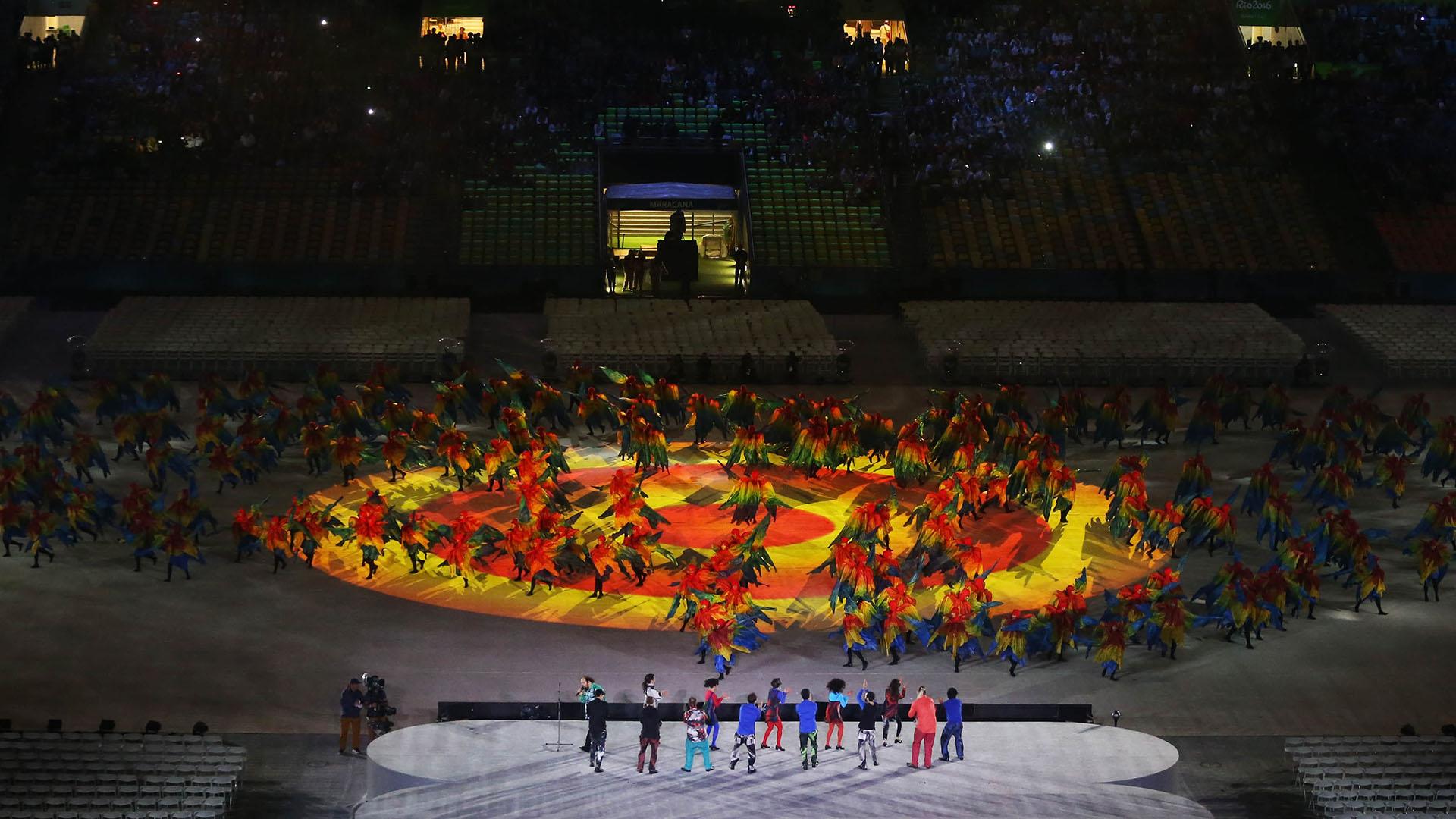 El color, la música y el baile se destacaron durante la ceremonia (Reuters)