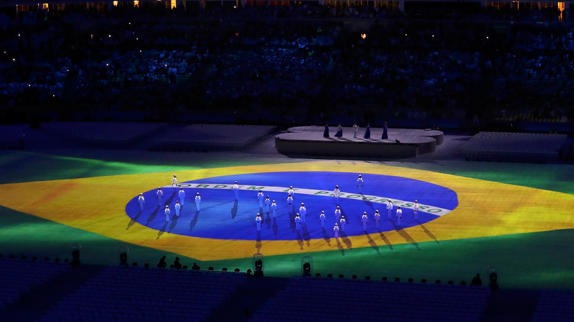 Los bailarines funcionaron comoestrellas de la bandera brasileña (Reuters)
