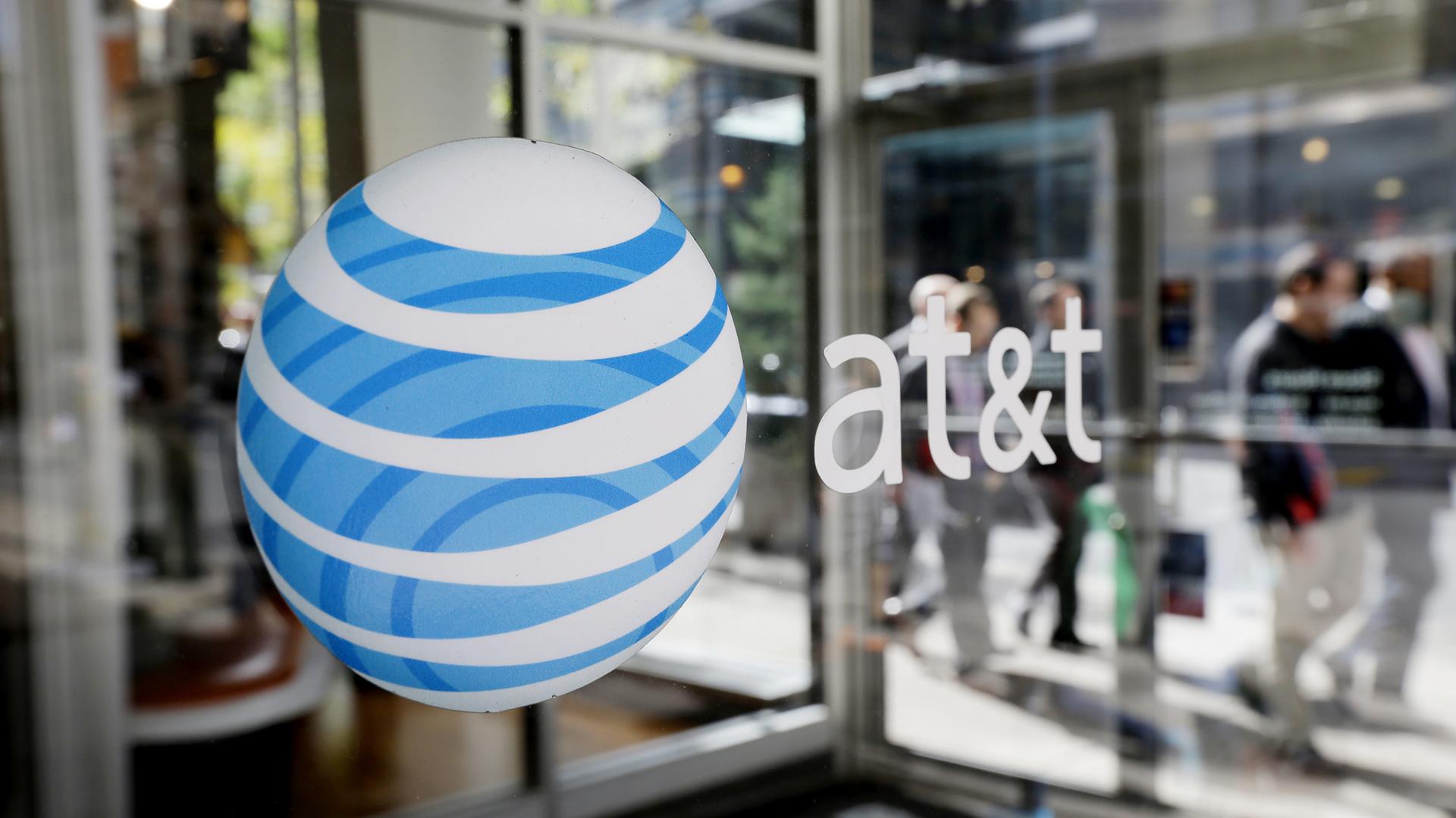 AT&T también aumentó los precios de sus planes argumentado los índices inflacionarios (Foto: AP)