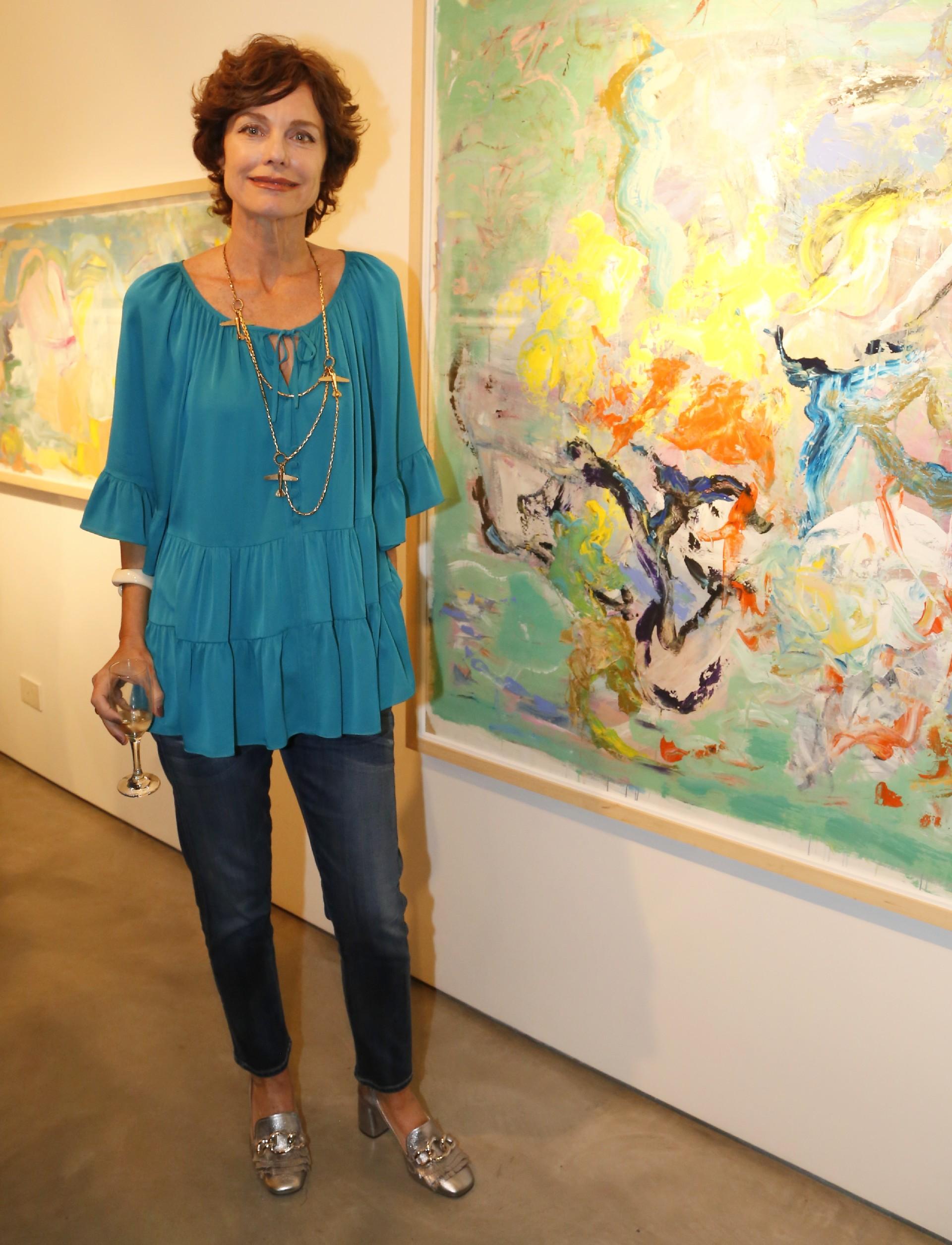 """Flavia Martini en la presentación de sus pinturas más recientes en Otto Galería. """"Esta es mi quinta muestra, pinto abstracto y con mucho color. Me gusta trabajar los fondos con los opuestos: las oposiciones en color y en texturas"""", contó a Infobae /// Fotos: Nicolás Aboaf"""