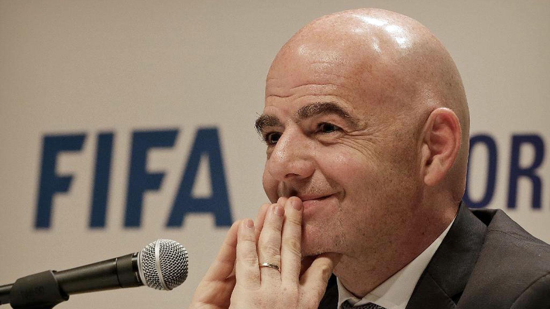 Gianni Infantino trasladó al Consejo de la FIFA una oferta de USD 25.000 millones por el control de dos torneos (AP)