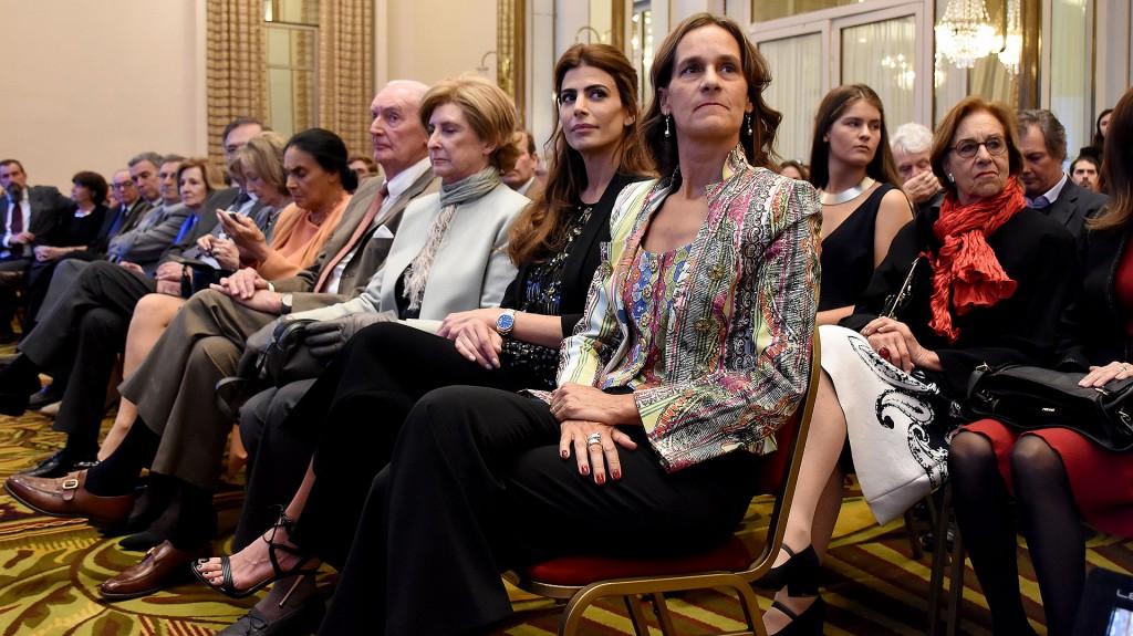 Juliana Awada en primera fila optó por el diseño nacional y un look total black