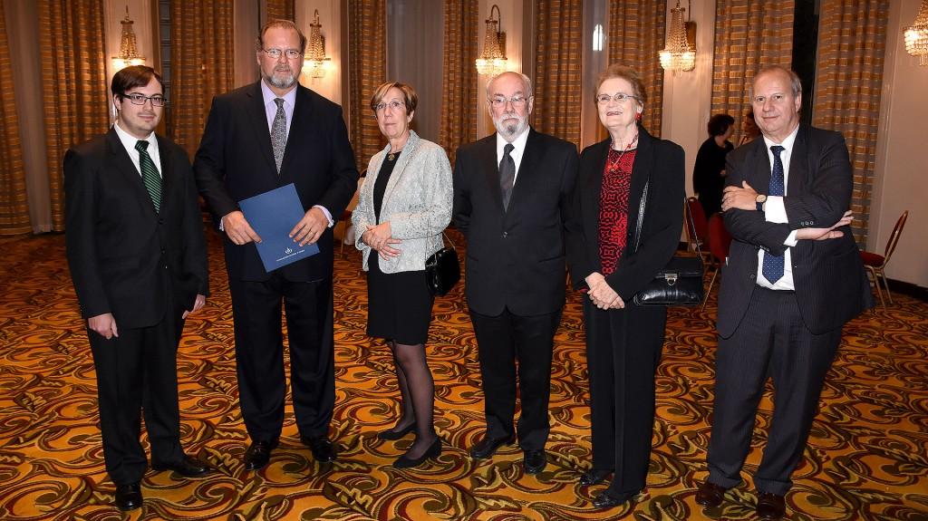 Martin Ezcurra, Jorge Born (h), Beatriz Aguirre Urreta, Víctor Ramos, su mujer, y Carlos Cingolani, presidente y vicepresidente del jurado, respectivamente