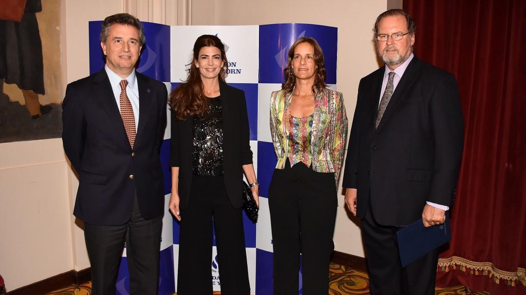 Luis Miguel Etchevehere presidente de la Sociedad Rural Argentina junto a Juliana Awada, la señora de Born y Jorge Born (h) en la salón Plaza