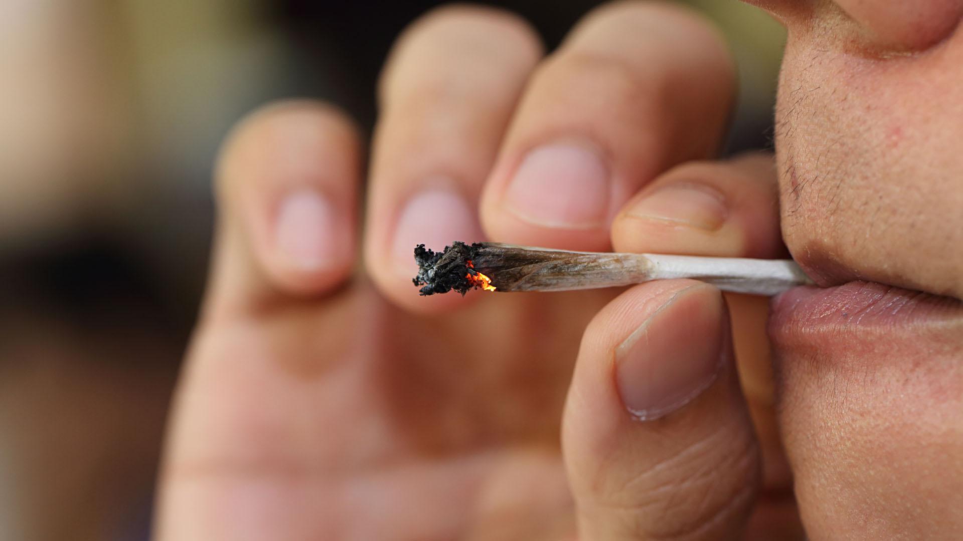 El 65 por ciento de las causas abiertas son por consumo personal de drogas y todas ellas se archivan (Shutterstock)