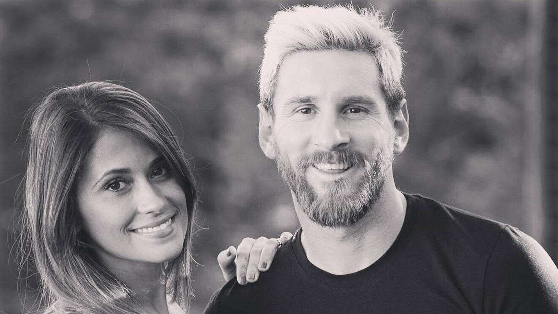 Antonella Roccuzzo junto a Lionel Messi, en Barcelona