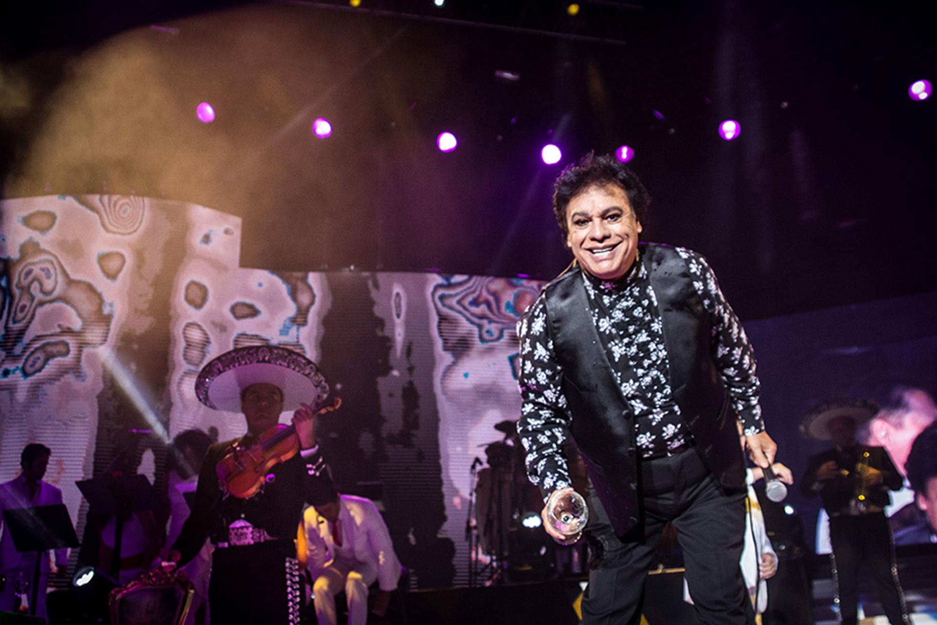 Tras la muerte del cantautor mexicano Juan Gabriel, aparecieron dos supuestos hijos (Grosby)
