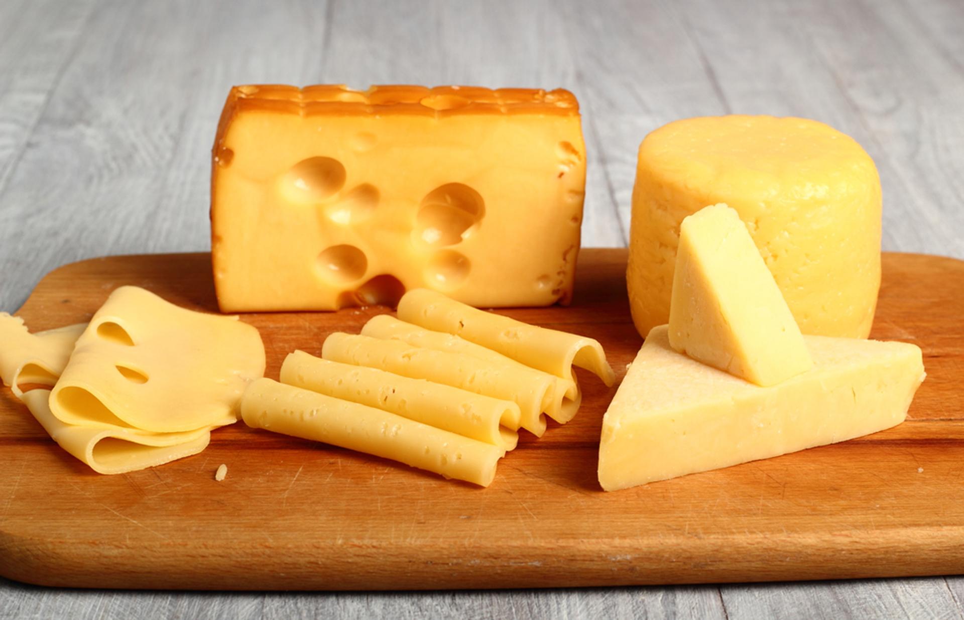 Alimentos como la leche o los quesos tienen sodio de manera natural
