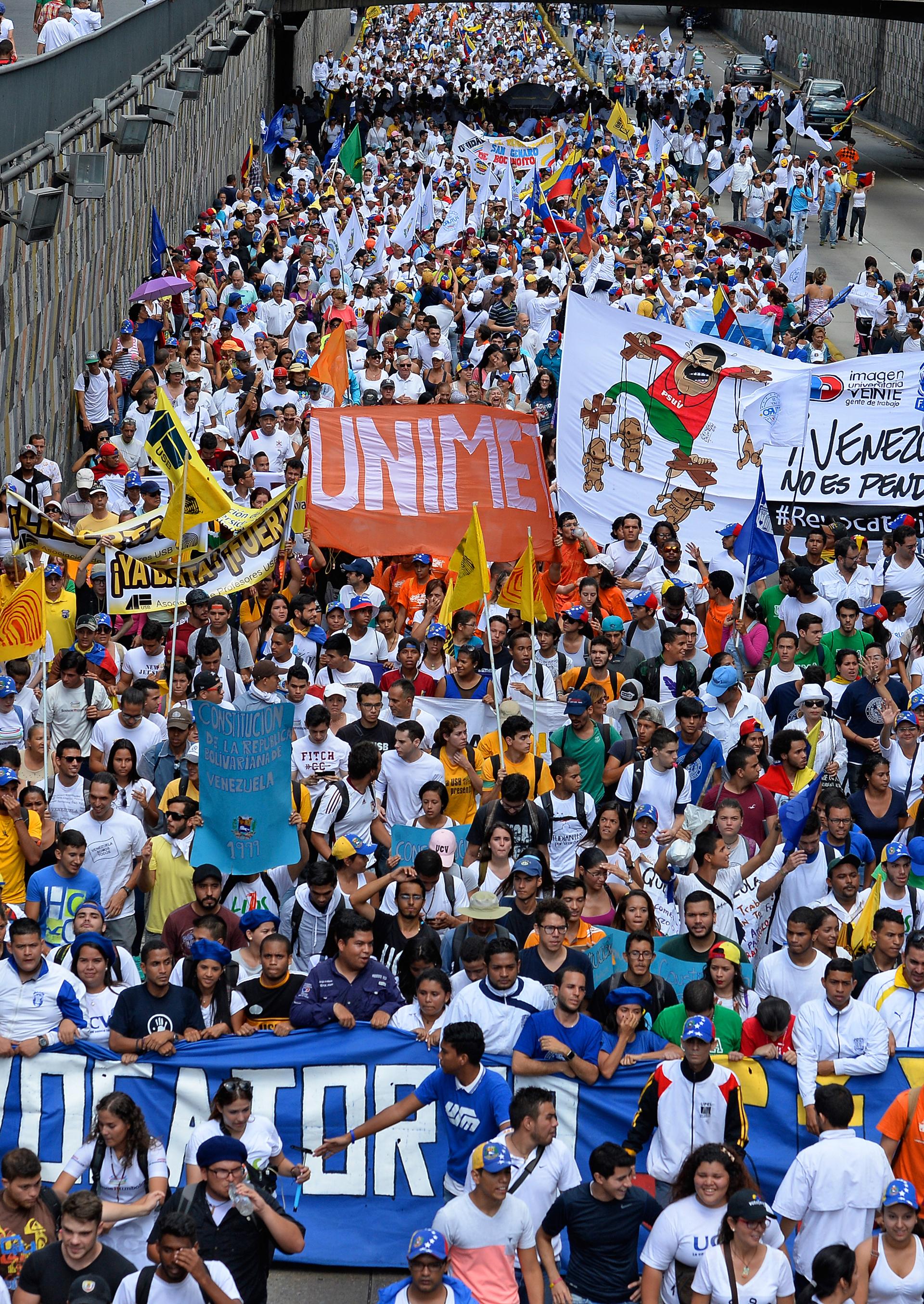 Los impulsores de la Toma de Caracas calculan que miles de personas se concentraron en siete puntos de la ciudad más grande del país (AFP)