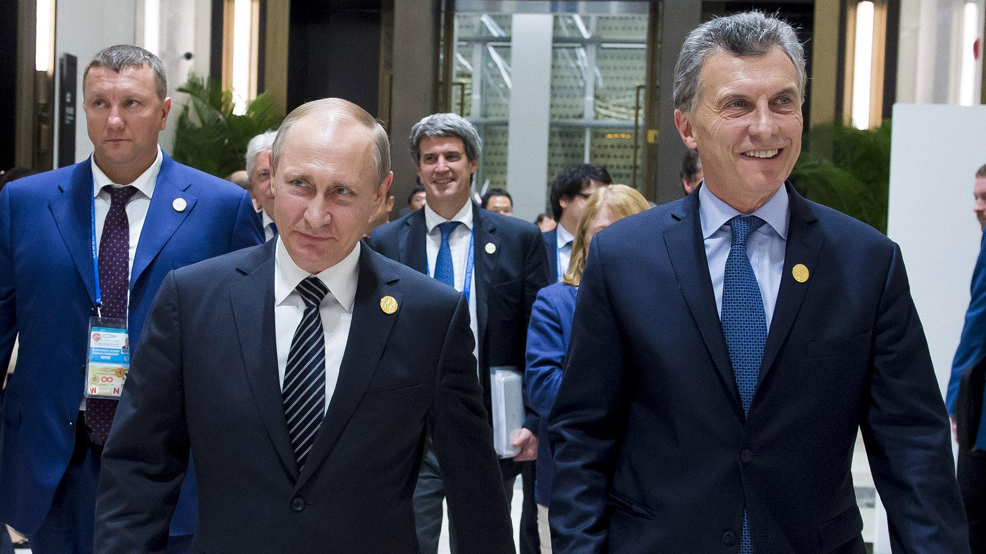 Resultado de imagen para Macri y su esposa en la Plaza Roja