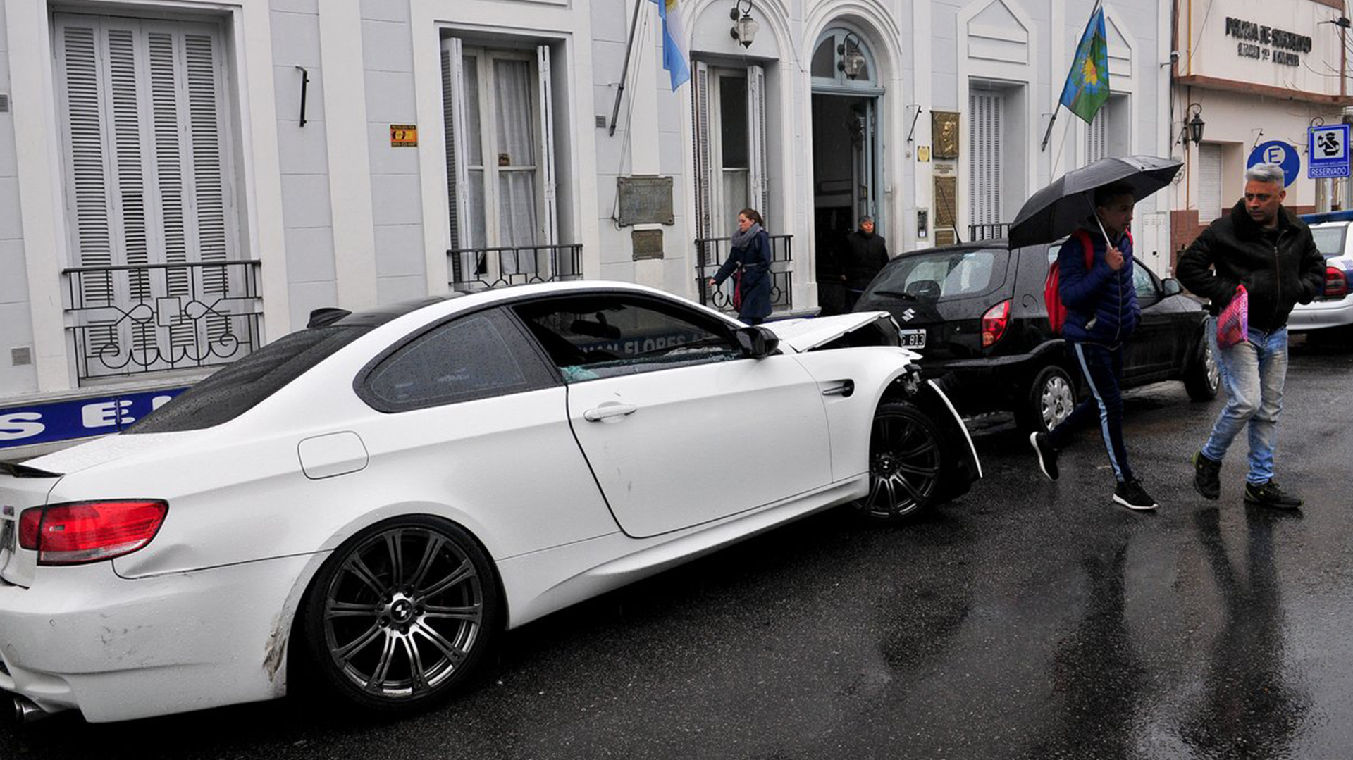 El BMW que manejaba Ricardo Centurión cuando tuvo un incidente (@cronicaweb)