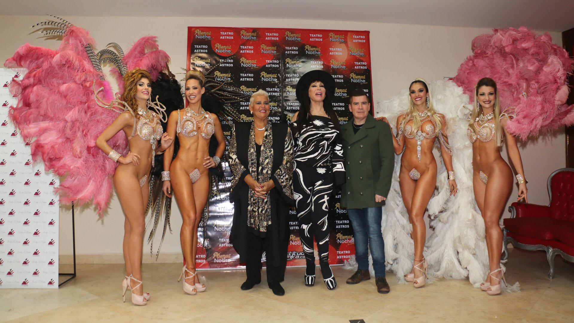Moria Casán con María Martha Serra Lima, Fernando Ramírez y las vedettes (Crédito: Verónica Guerman / Teleshow)