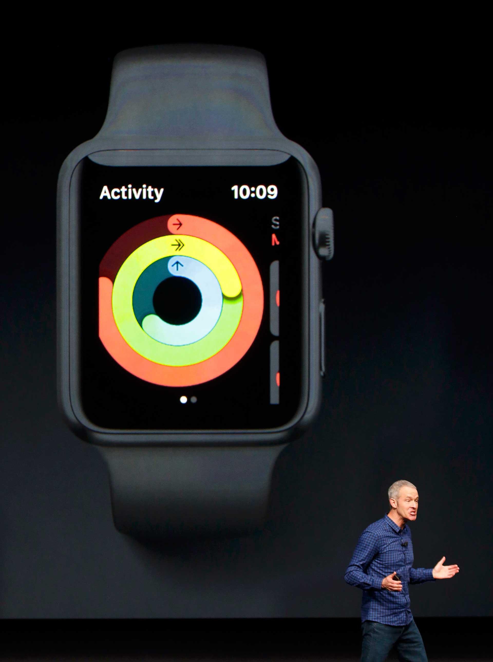 El nuevo Apple Watch 2 es resistente al agua y tiene un procesador más potente (Reuters).
