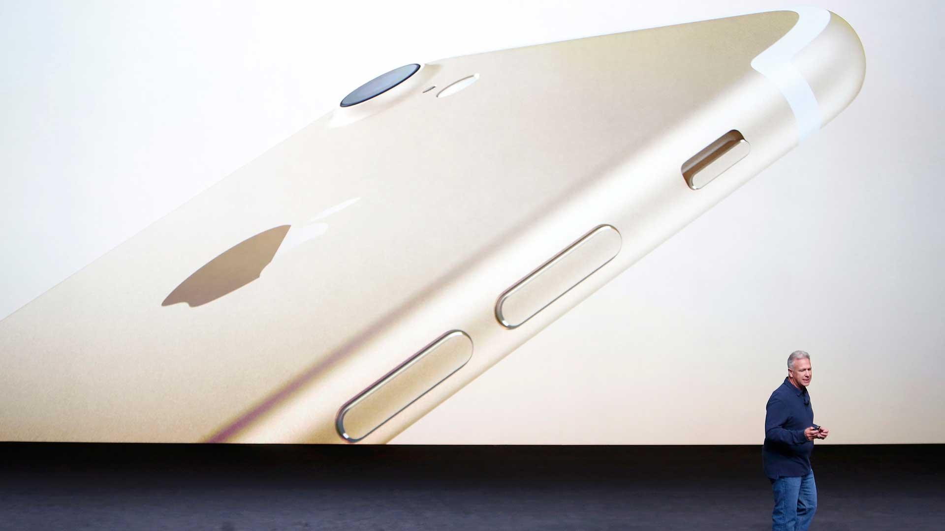 El iPhone 7 plus suma doble cámara trasera (Reuters)